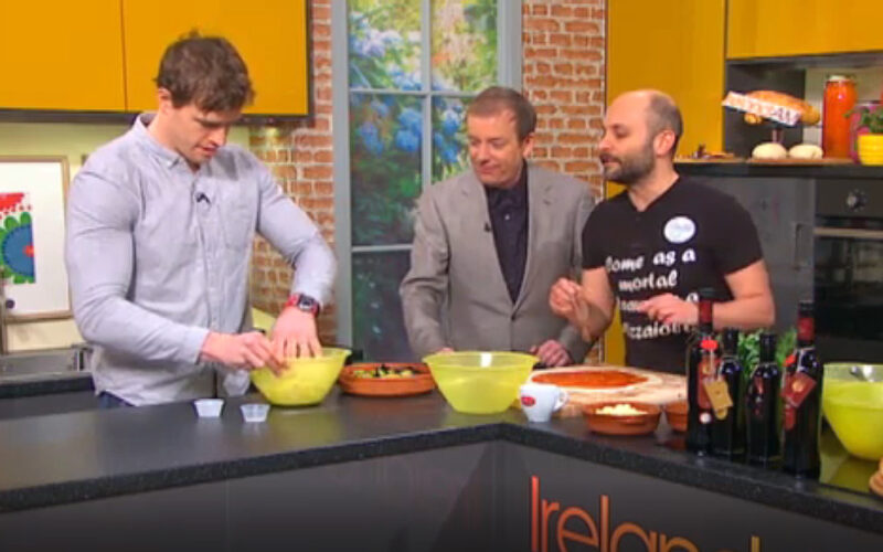 Easy Pizza recipe with Andrew Trimble