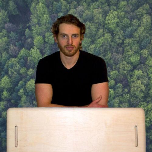 The desk that plants 100 trees
