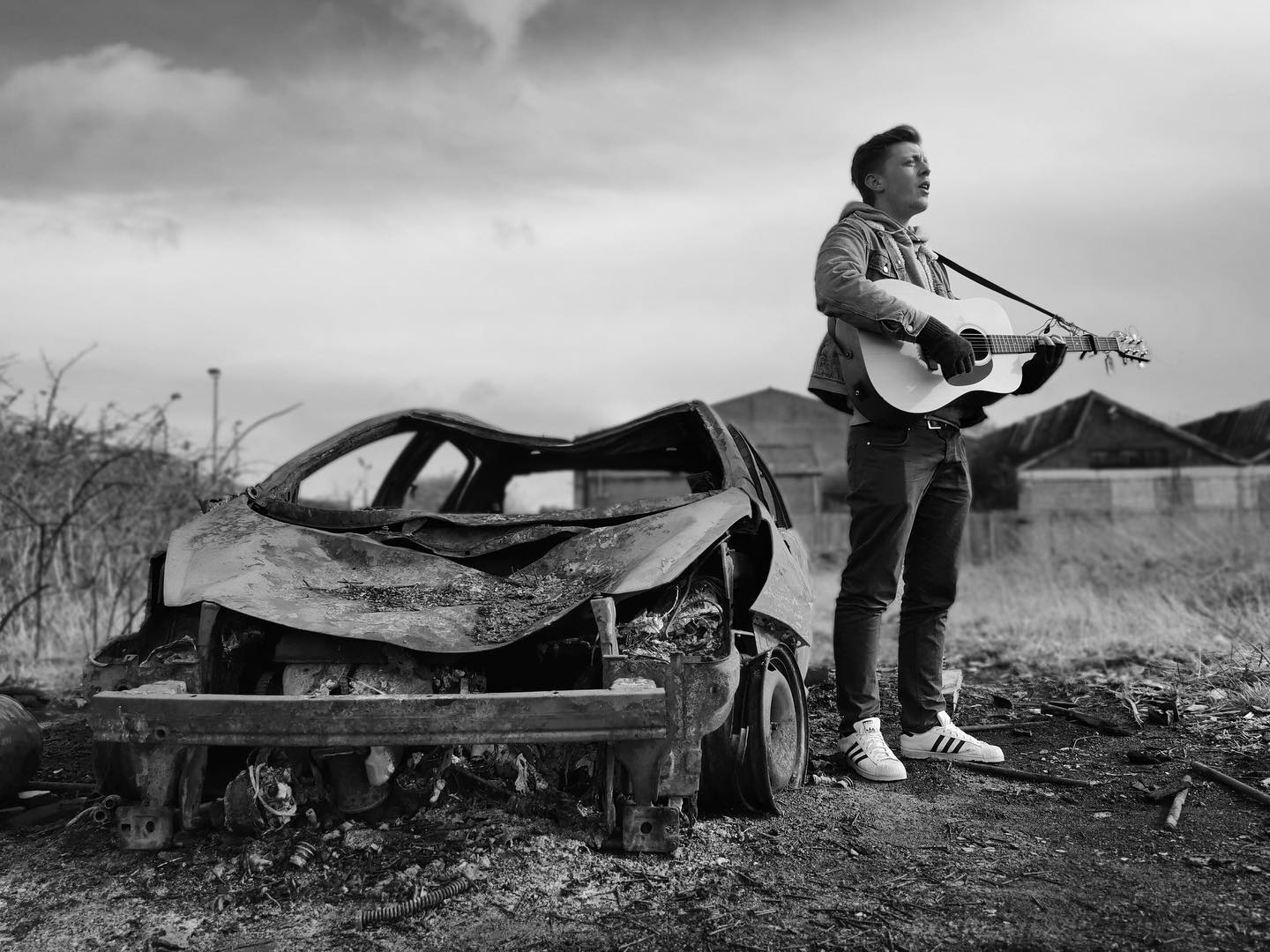 Dylan Harcourt – Voice, guitar and unresearched tattoos